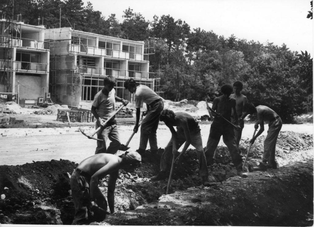 12-2-Építés közben